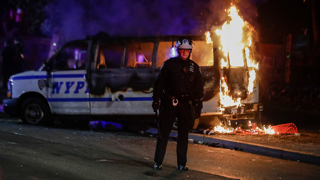 Rioters set NYPD van on fire in Brooklyn amid Floyd protests