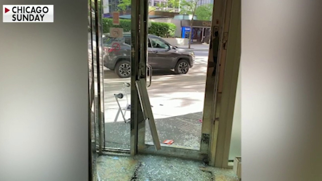 Chicago clothing store forced to remain closed as looters ransack shop