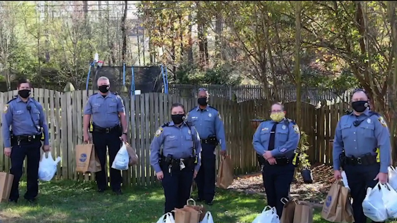 VA police deliver Thanksgiving meals to families
