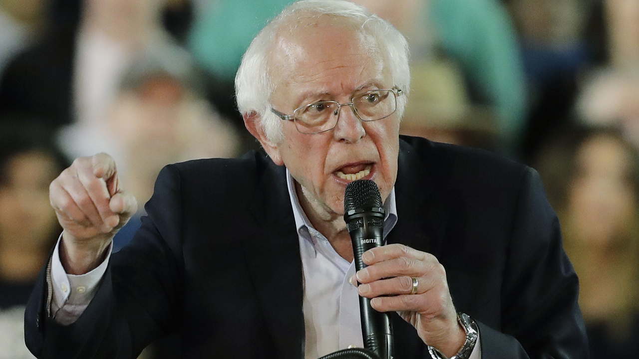 Poll: Bernie Sanders is the favorite to win the Nevada caucuses