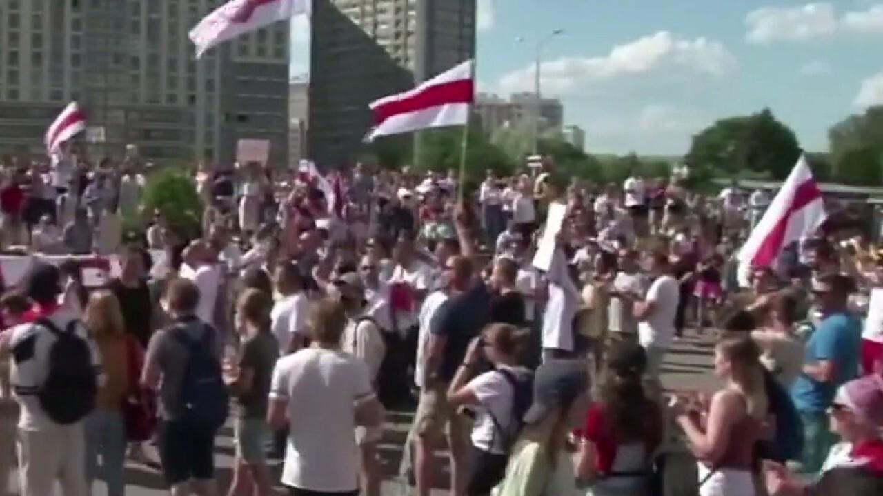 Vương quốc Anh, Canada trừng phạt Belarus về cuộc bầu cử 'gian lận', đối xử với người biểu tình