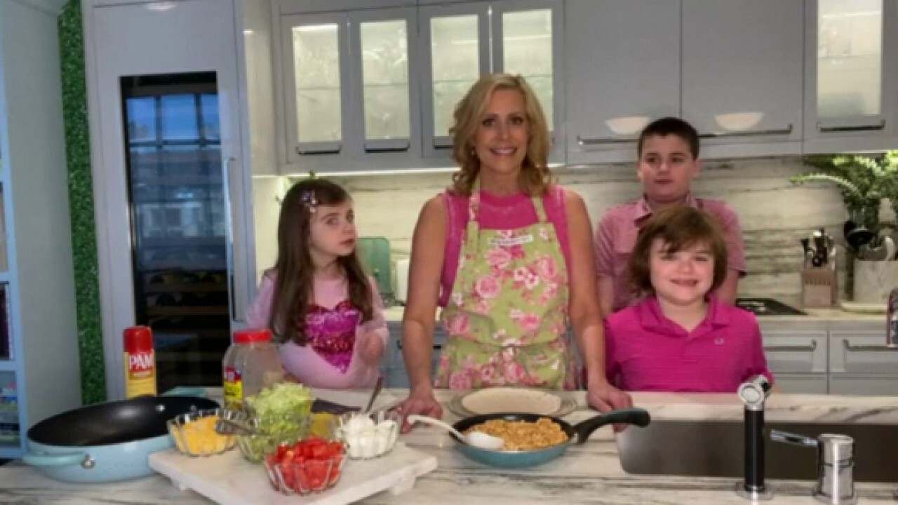 Melissa Francis and her kids make a Taco Bell-inspired 'Crunch Wrap Supreme'