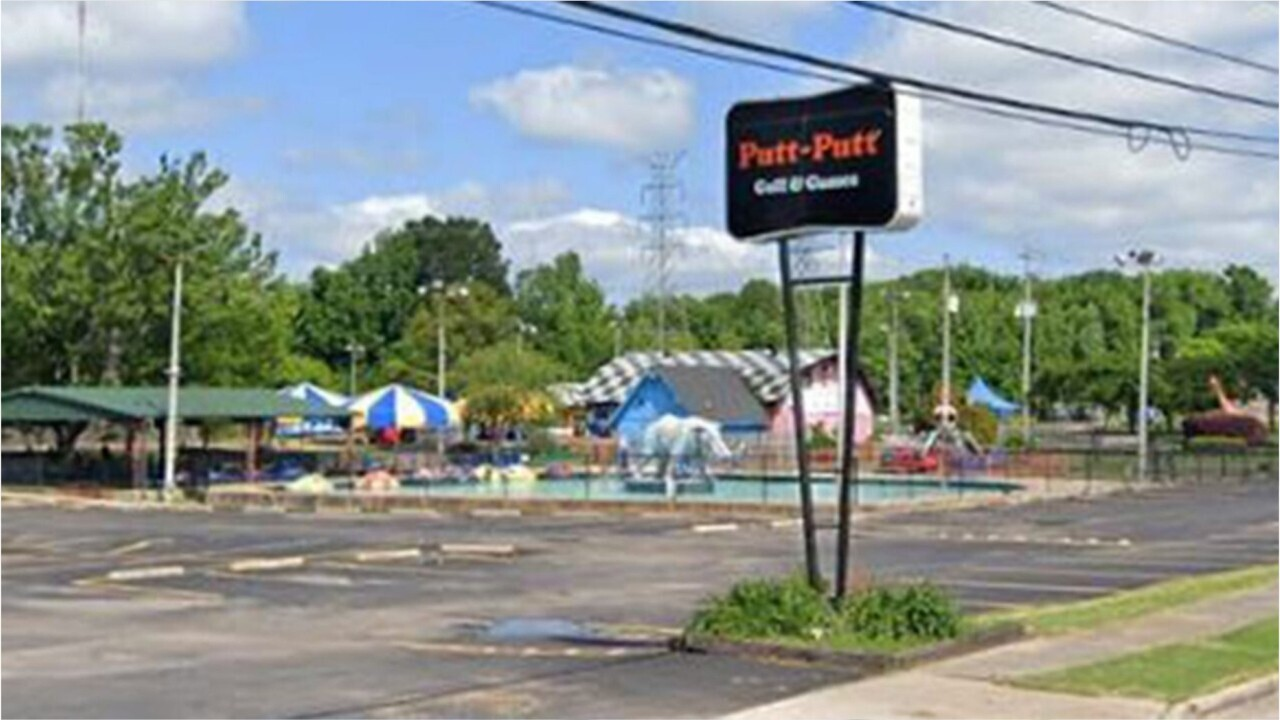 Police called after 300 teenagers destroy family fun center over faulty machines