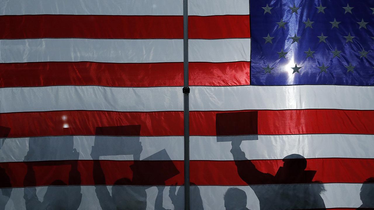 2020 Democratic presidential hopefuls make their closing arguments ahead of the Iowa caucuses