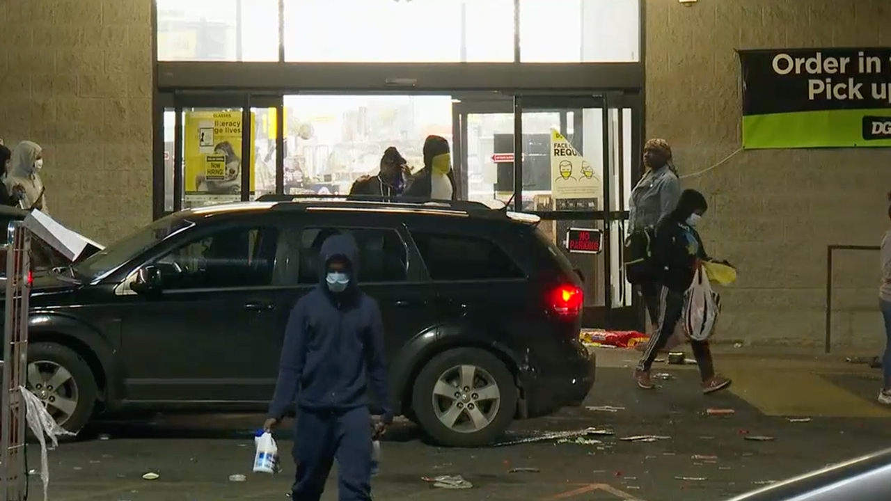 Businesses ransacked night after death of Walter Wallace; Aishah Hasnie reports live from Philadelphia.
