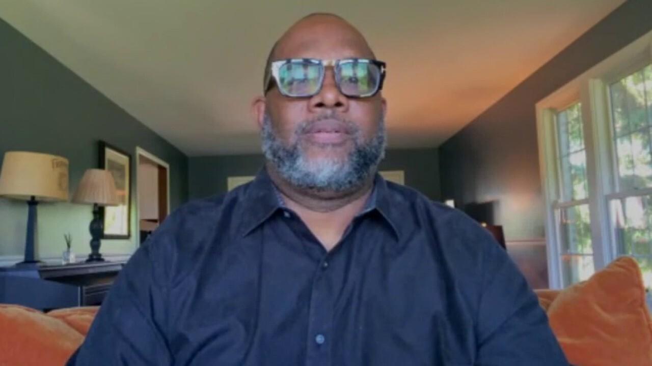 Chicago pastor on healing community through good deeds