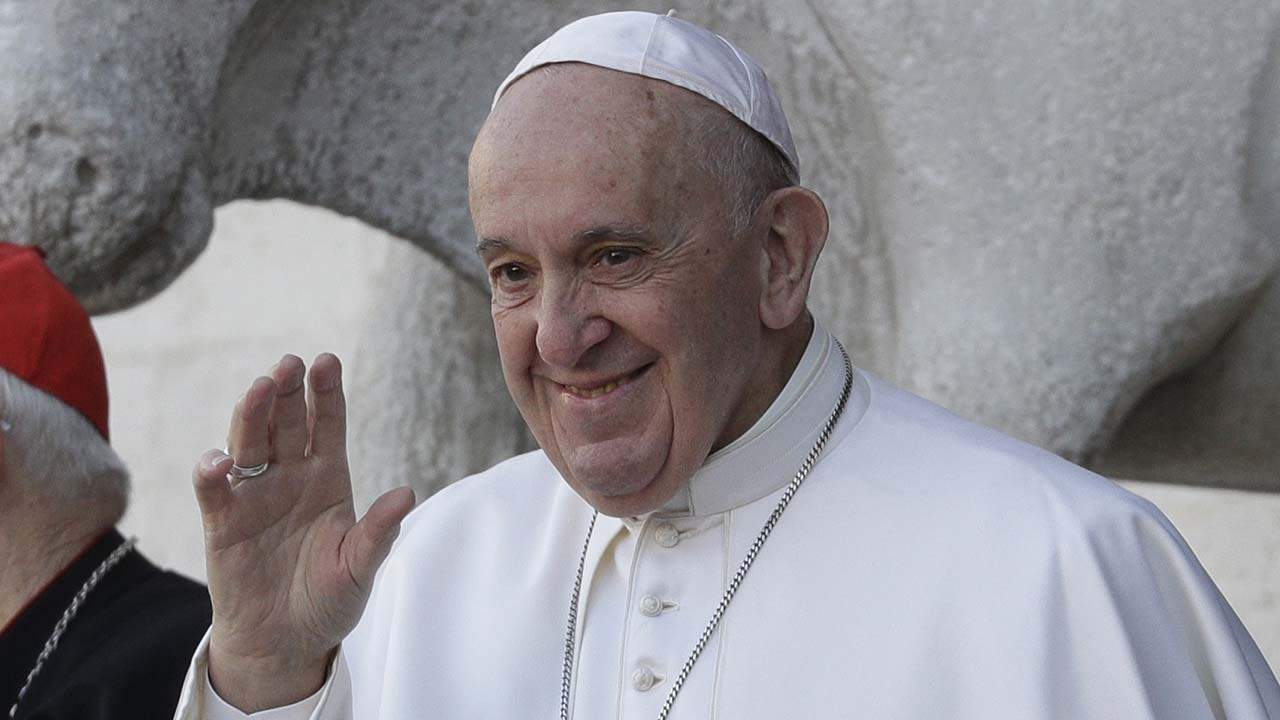 Pope Francis suggests people give up trolling for Lent