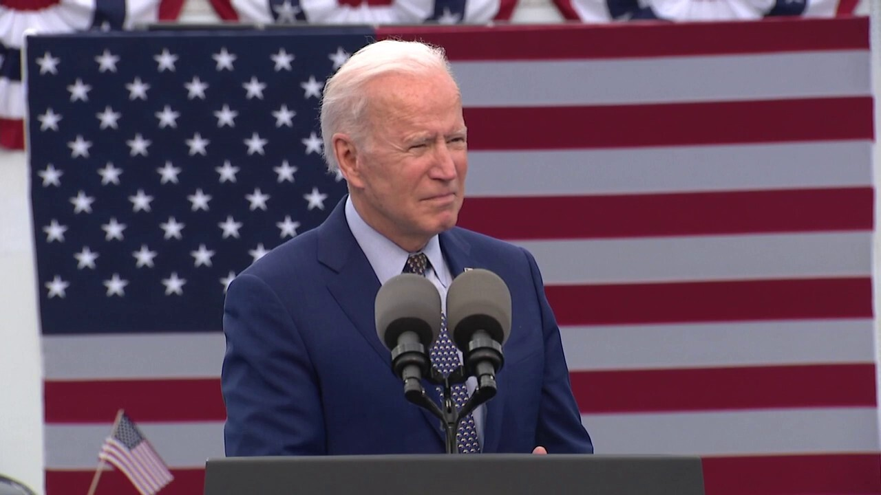 Biden heckled during Georgia 'drive-in' address