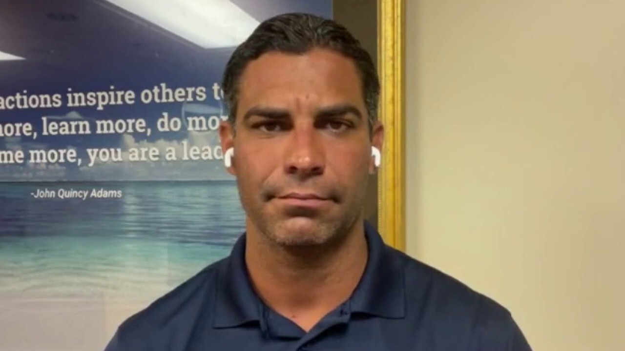Mayor Francis Suarez encourages people to get vaccinated