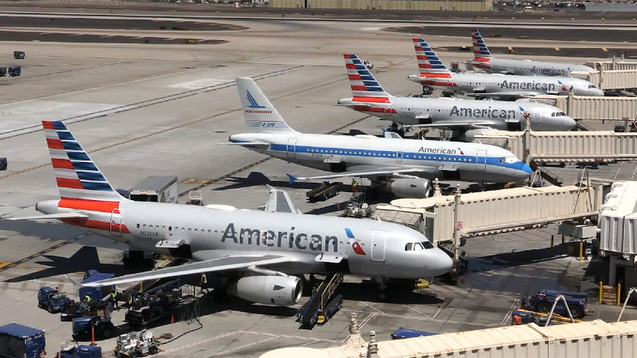 American Airlines and United Airlines layoff thousands of employees