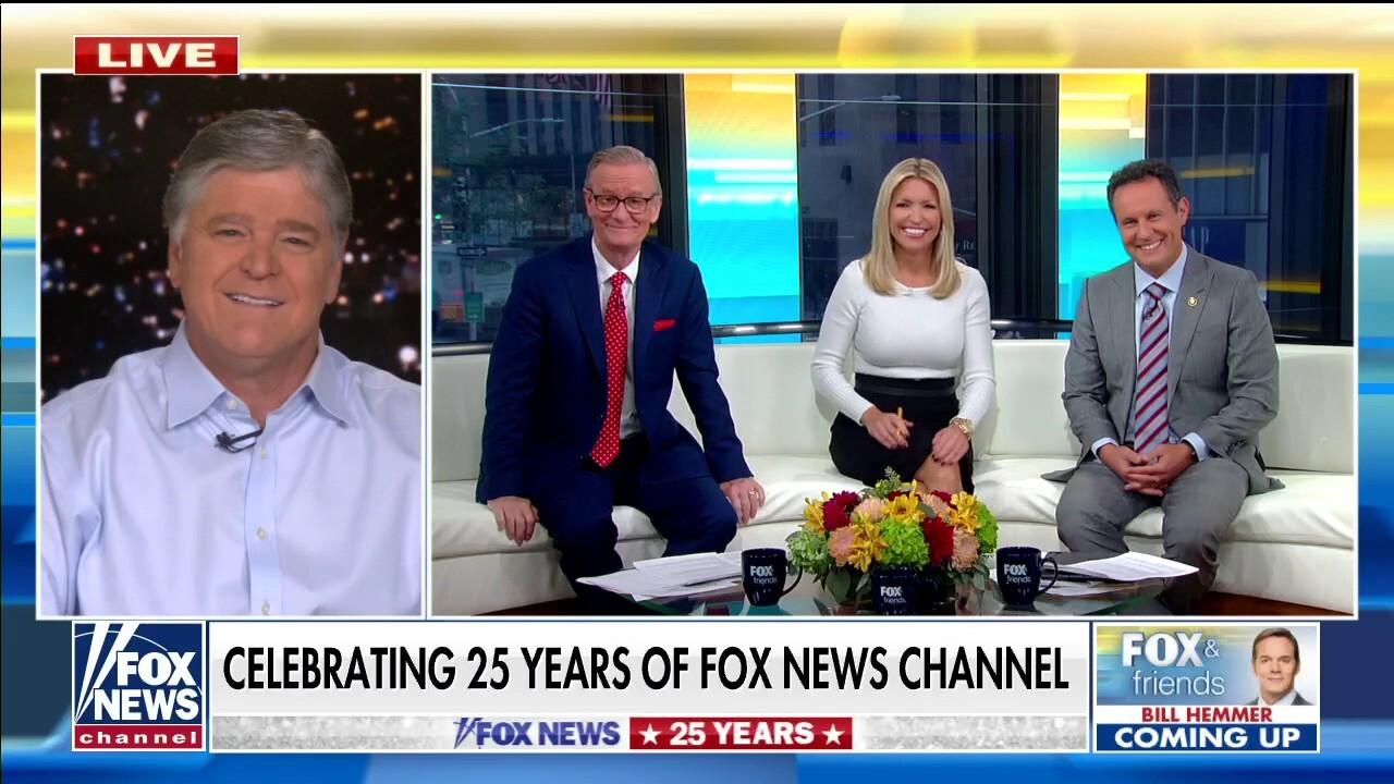 Hannity celebrates 25 years of Fox News on 'Fox & Friends'