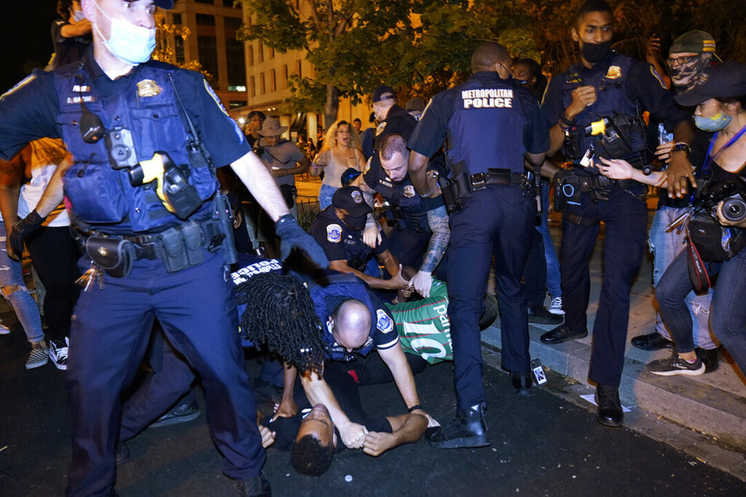What's the effect of police resignations in big cities?