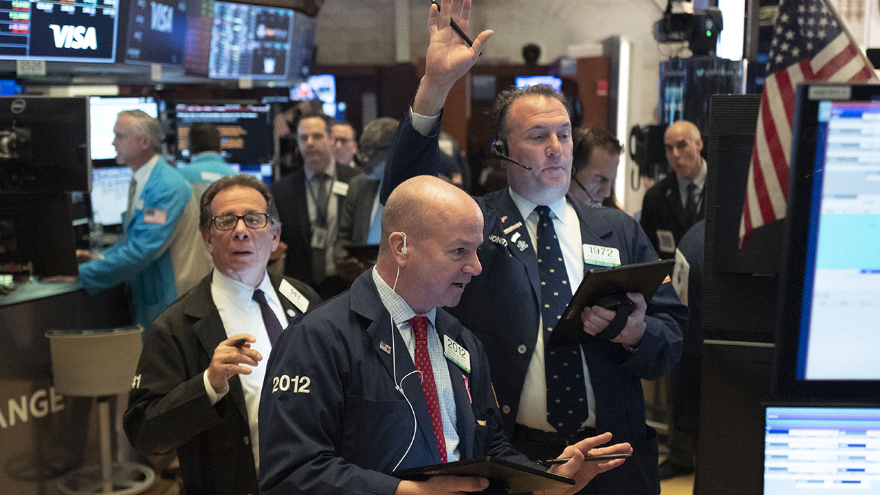 Wall Street sell-off continues as investors wait for stimulus package from Washington