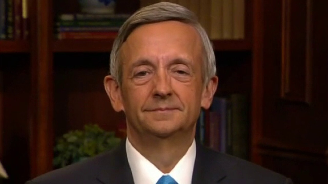 Pastor Robert Jeffress defends President Trump's decision to visit fire-damaged St. John's Church