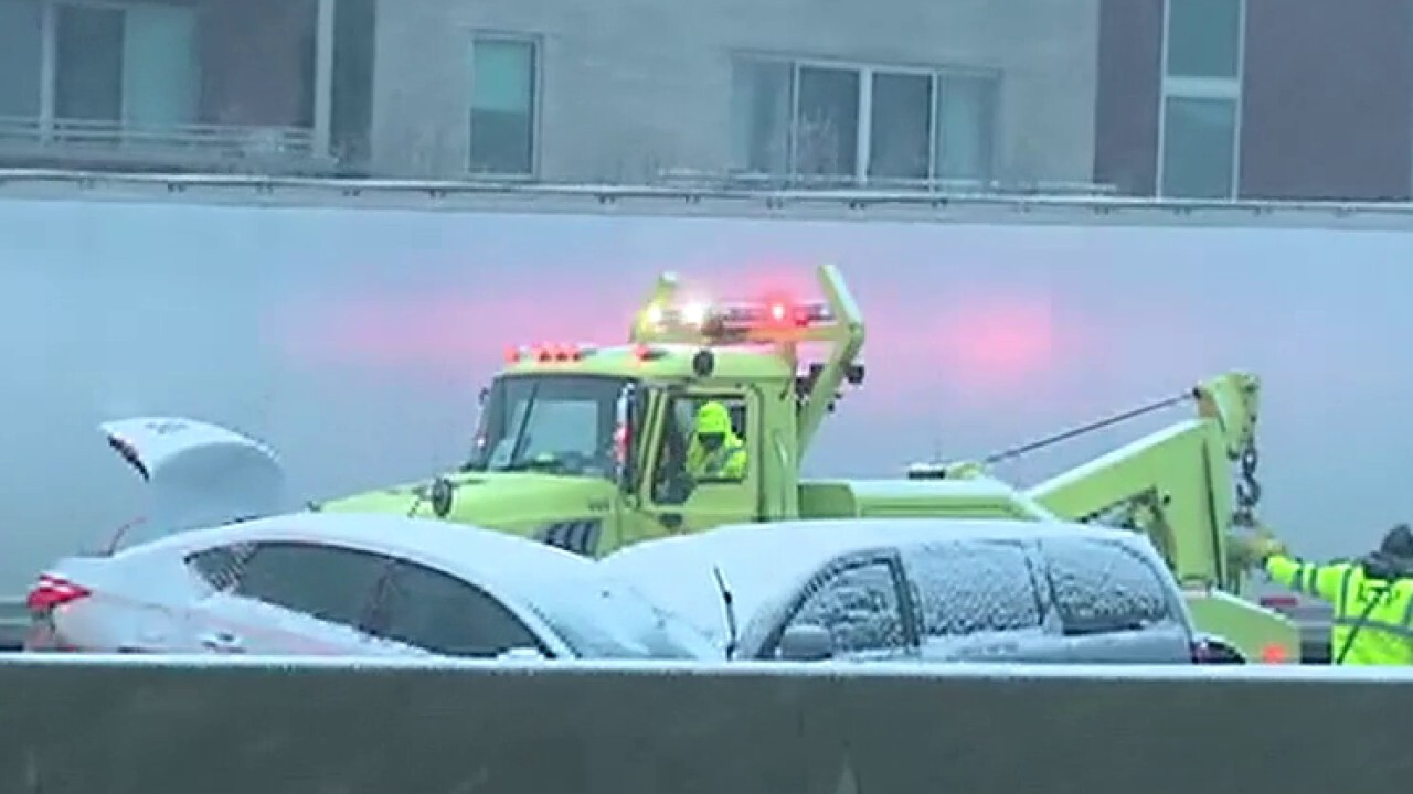 50-car pileup sends over a dozen people to the hospital in Chicago