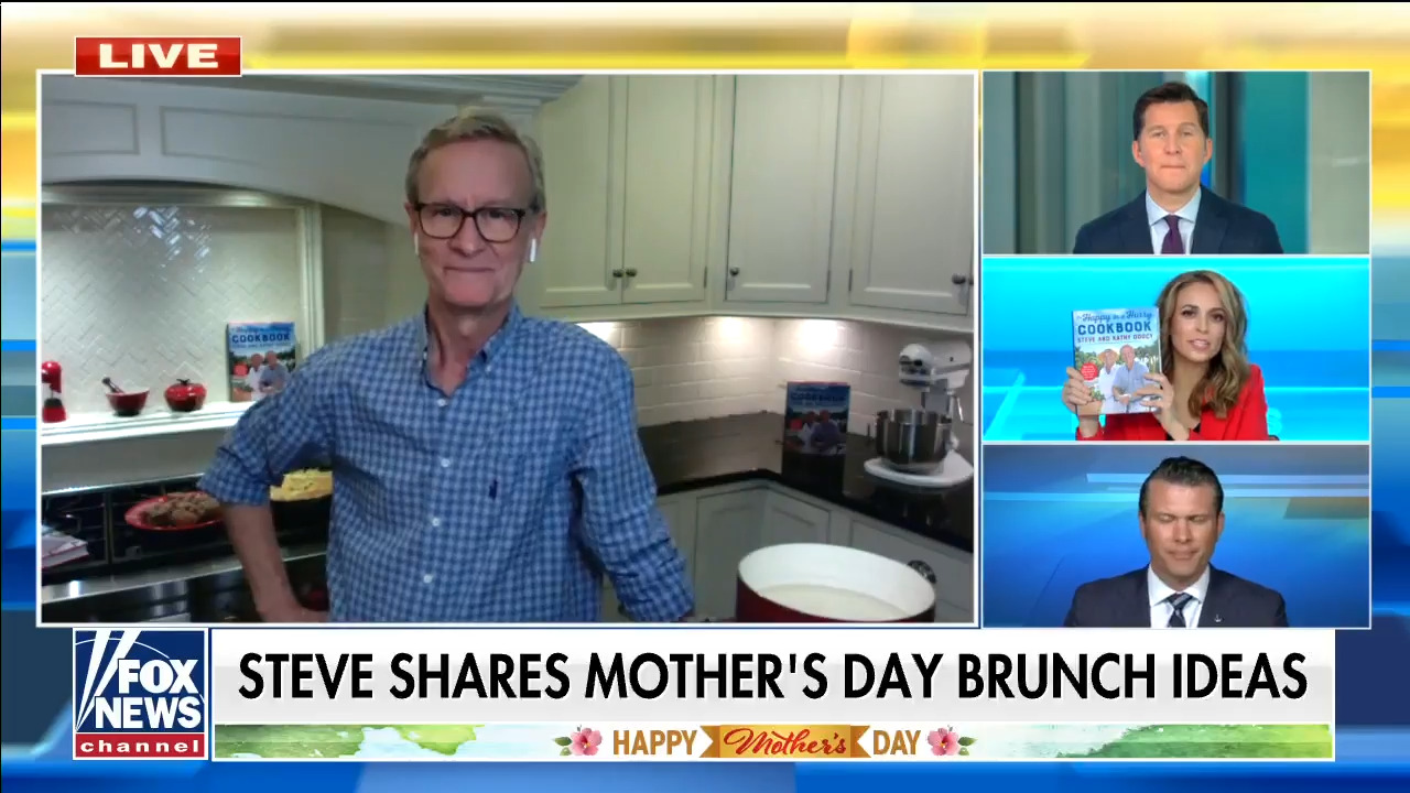'Fox & Friends' co-host Steve Doocy whips up 5-minute beignets in time for Mother's Day