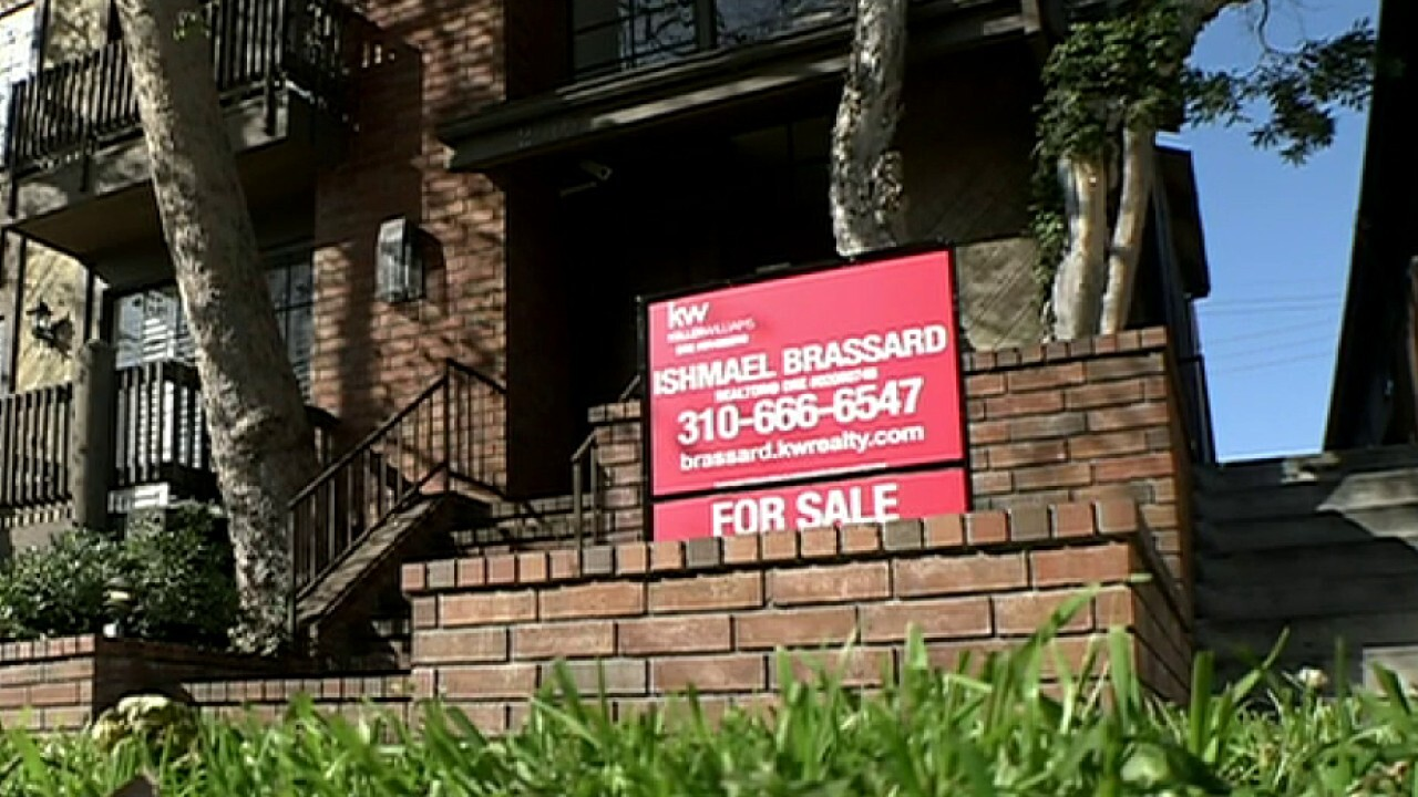 Mortgages hit historic lows; Fox Biz Flash: 5/28.