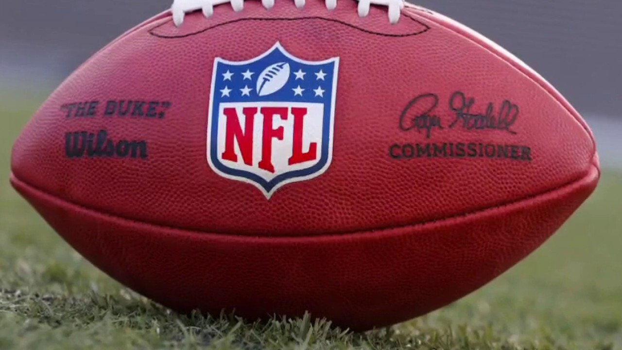 Clay Travis discusses NFL demands that players get vaxed up or pay up