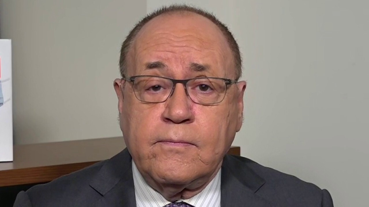 NY clinics 'inappropriately' handing out vaccines should be under federal investigation: Dr. Marc Siegel