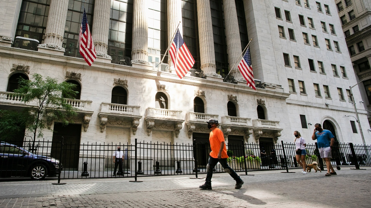 Mixed signals from US economy and markets days before election