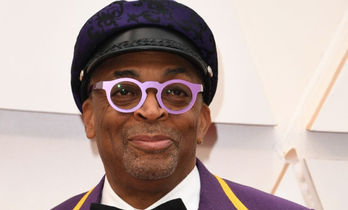 Oscars 2020: Director Spike Lee wears a suit to honor Kobe Bryant as actor Bill Porter's 24k gold ensemble turns heads.