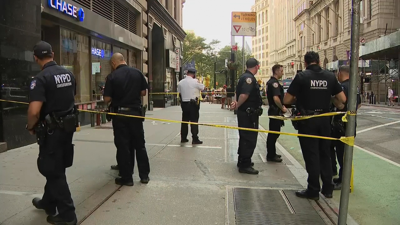 Man slashed by hatchet-wielding attacker at Lower Manhattan ATM