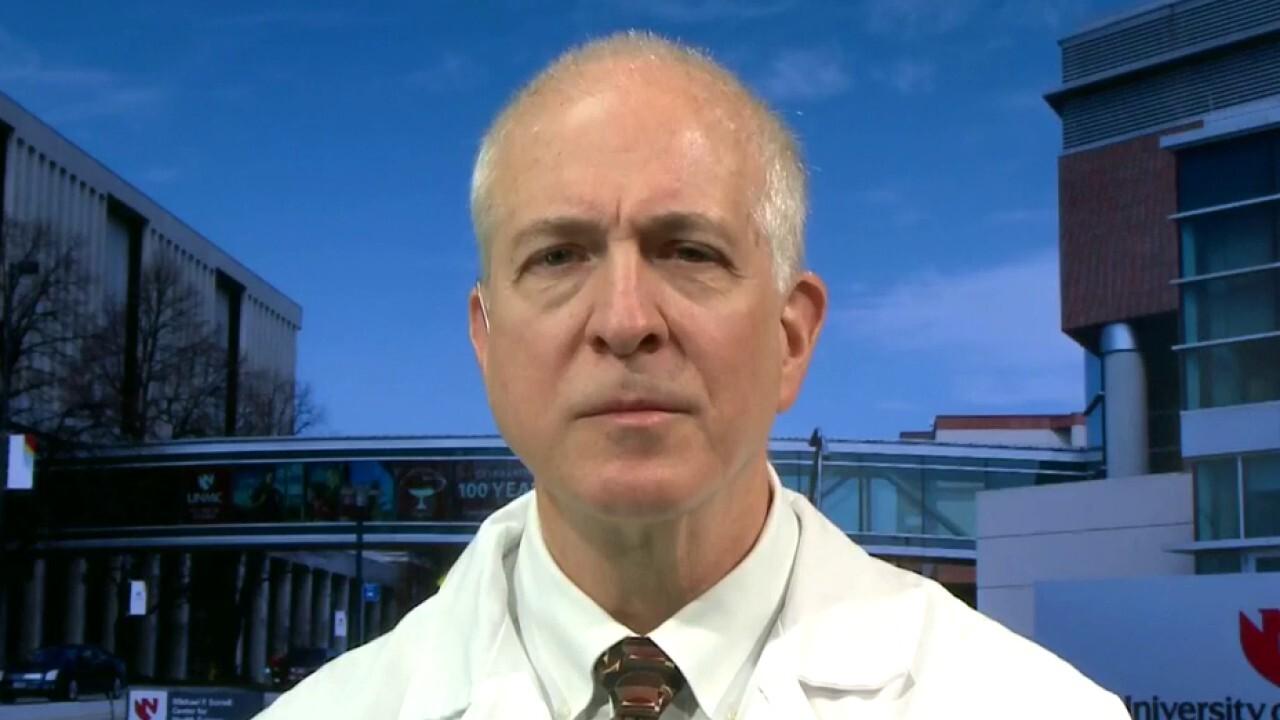 Doctor treating coronavirus patients in US describes symptoms, next steps