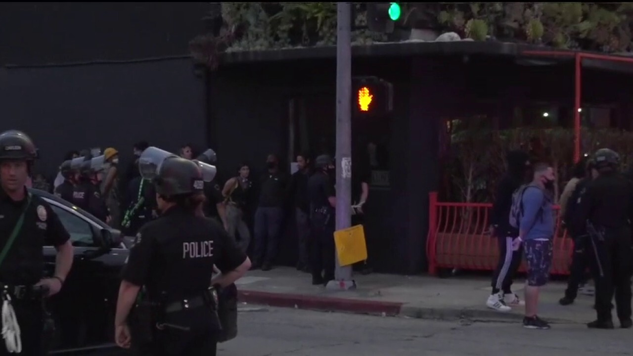 Police in Los Angeles detain large group as unrest continues after curfew
