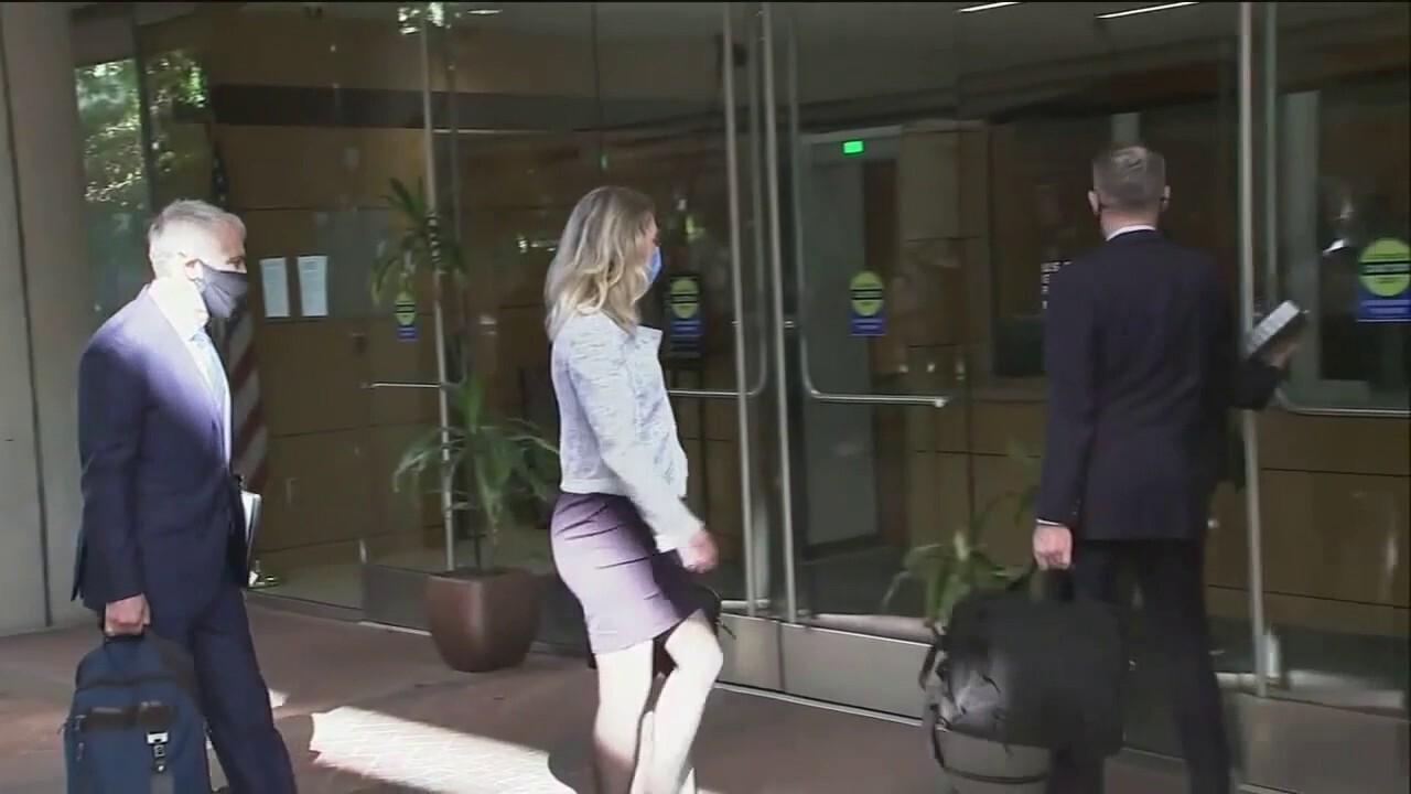 Pregnant Elizabeth Holmes arrives at court