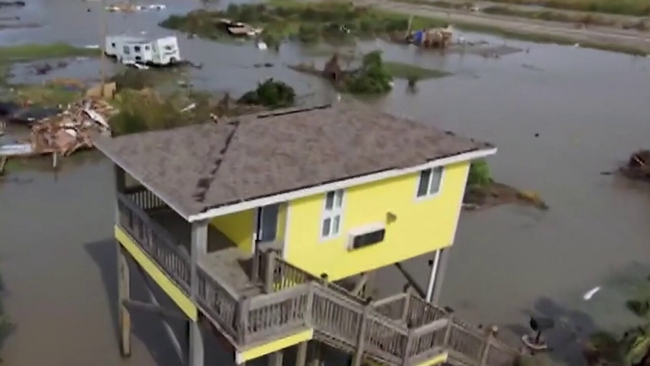 Louisiana residents picking up the pieces in aftermath of Hurricane Laura