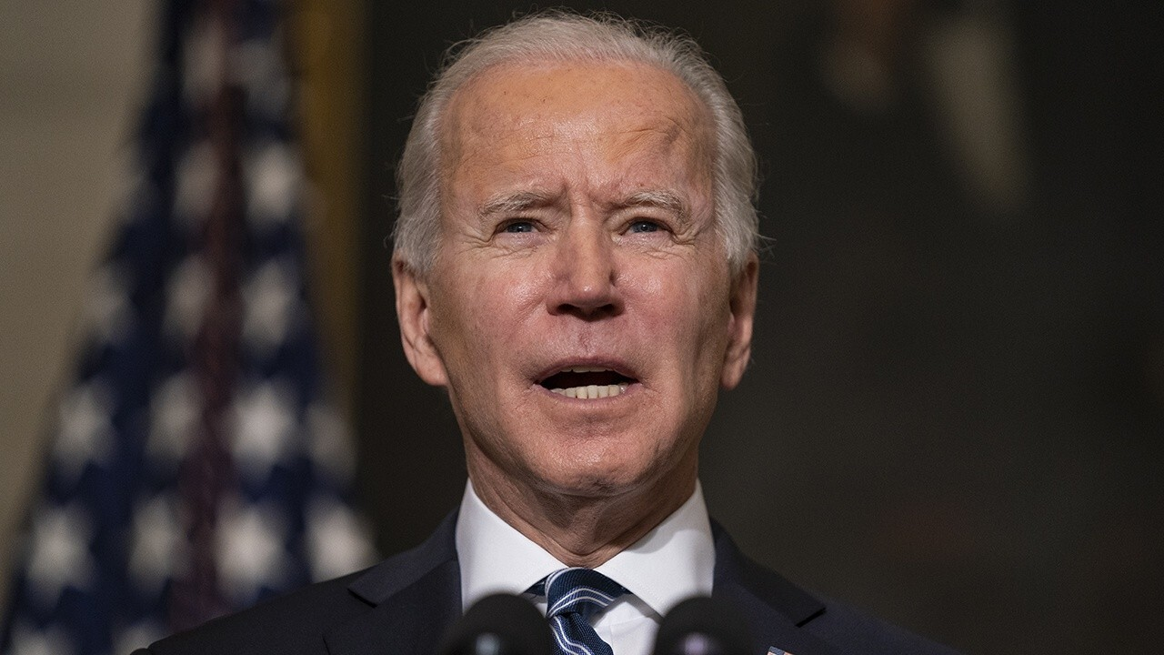 Sarah Sanders: Biden using executive power to kill millions of US jobs is 'absurd'
