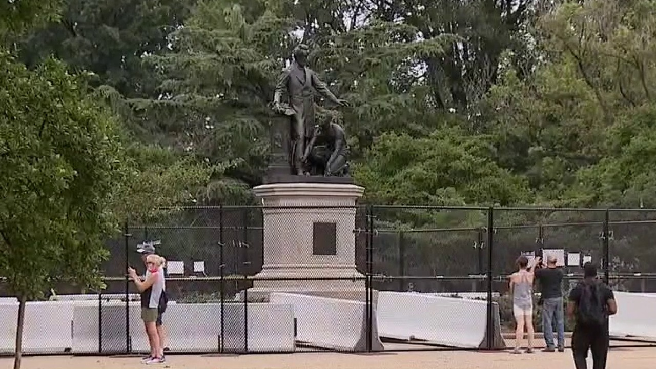 Trump signs executive order to protect US monuments, memorials and statues