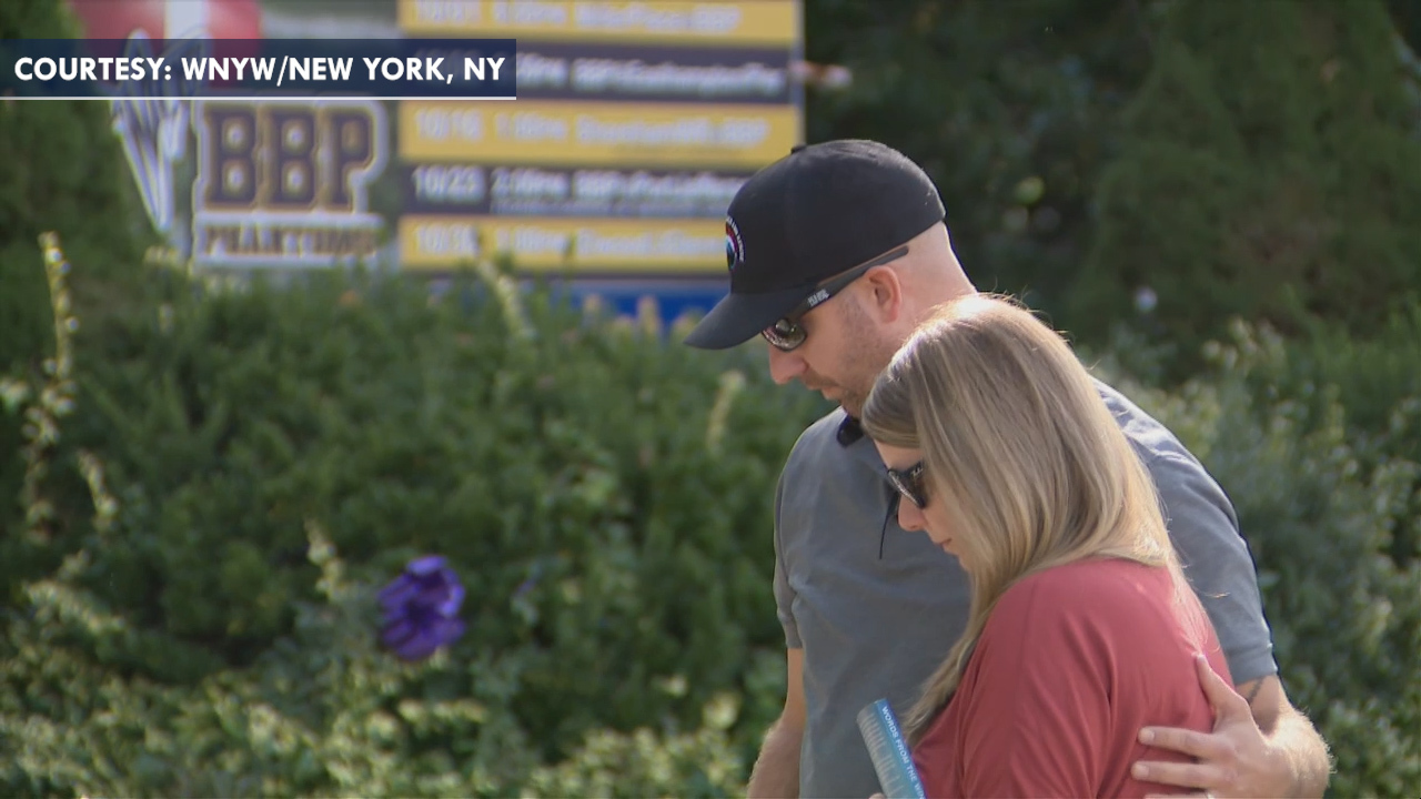 Grieving parents of Gabby Petito visit memorial for their daughter