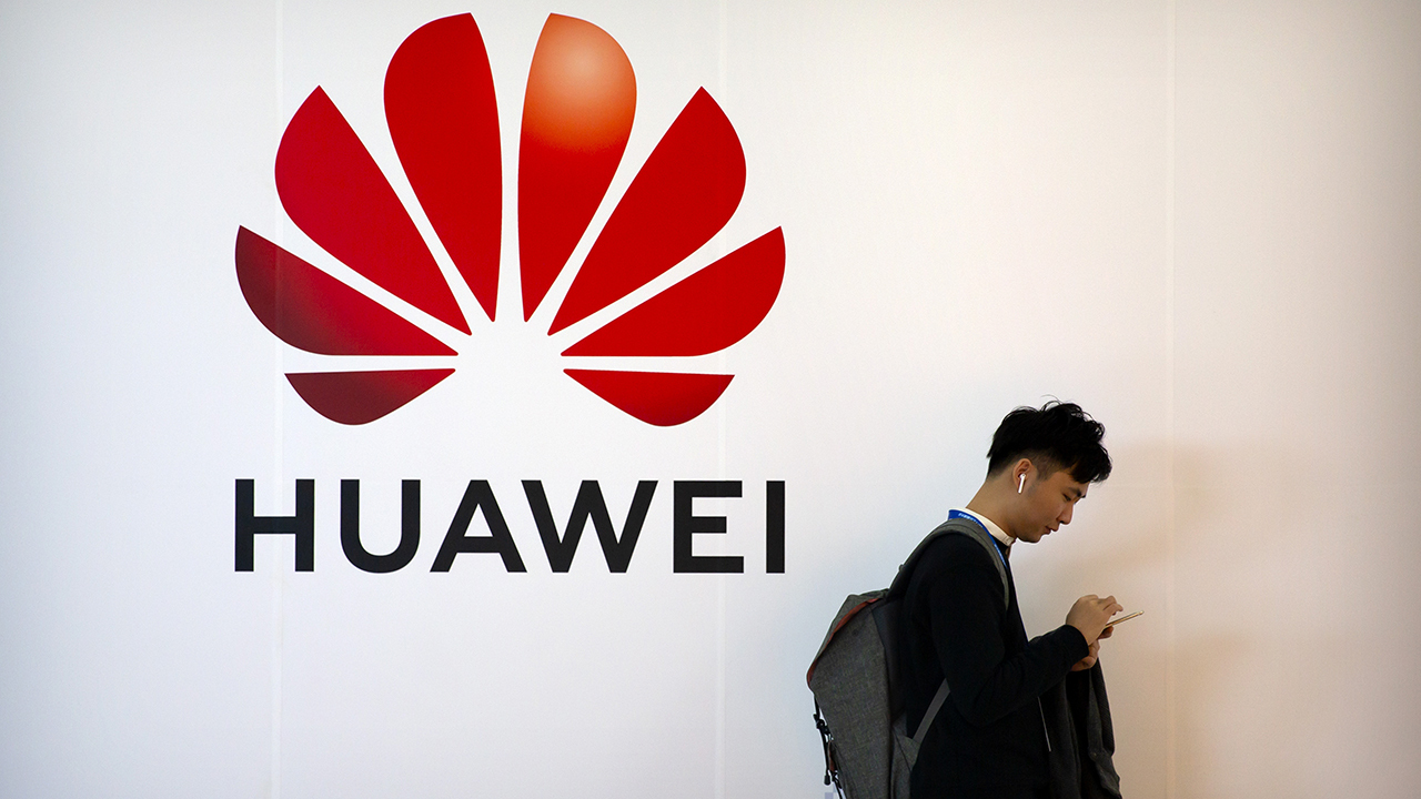 US accuses Huawei of spying on mobile phone users