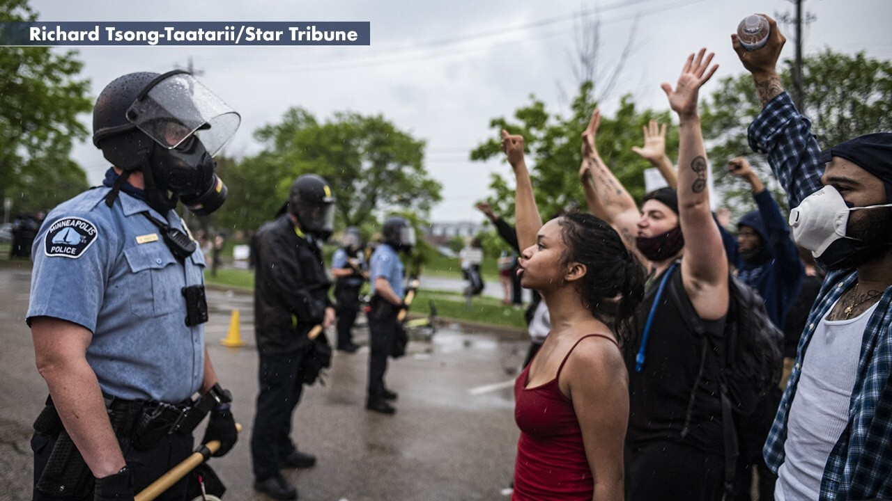 Protesters clash with Minneapolis police after George Floyd鈥檚 death