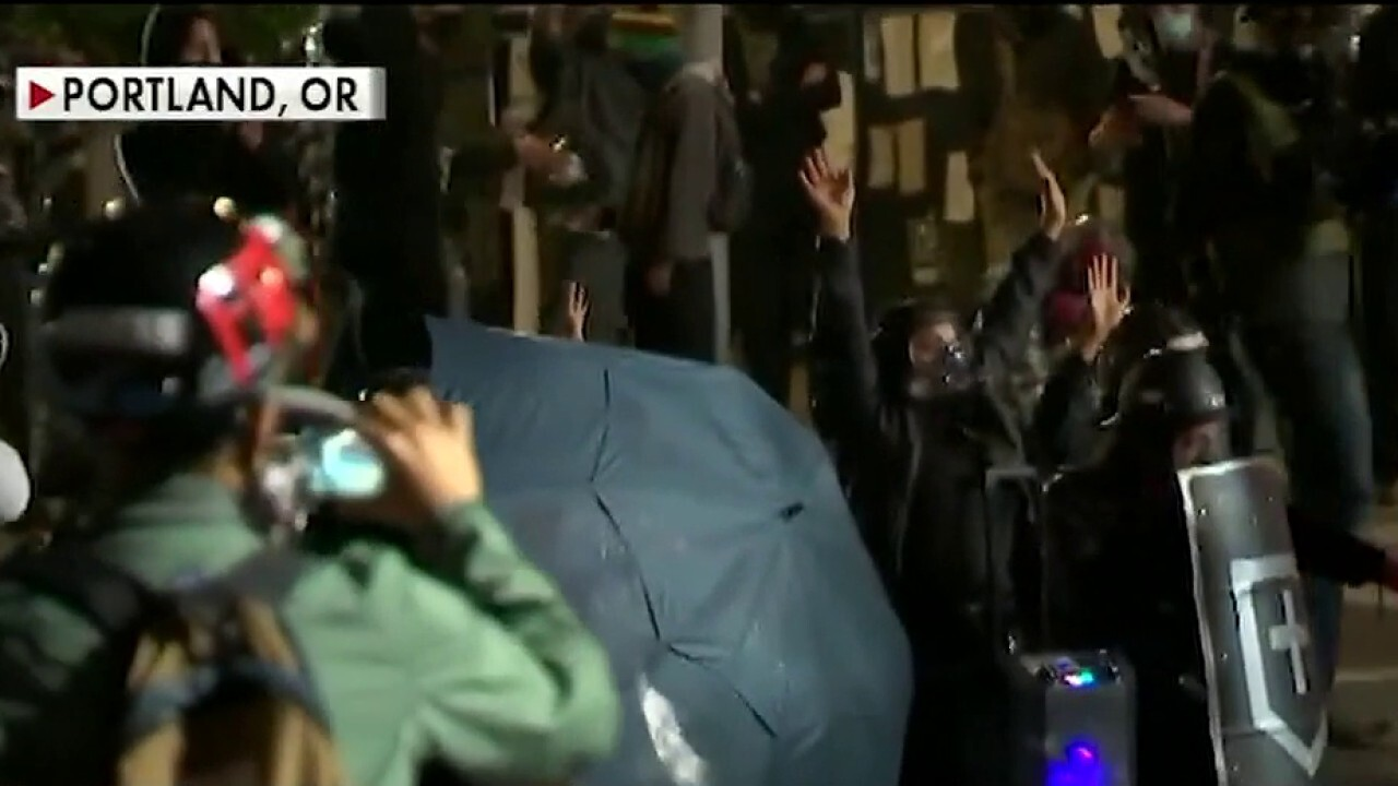 Protesters vandalize ICE building in Portland