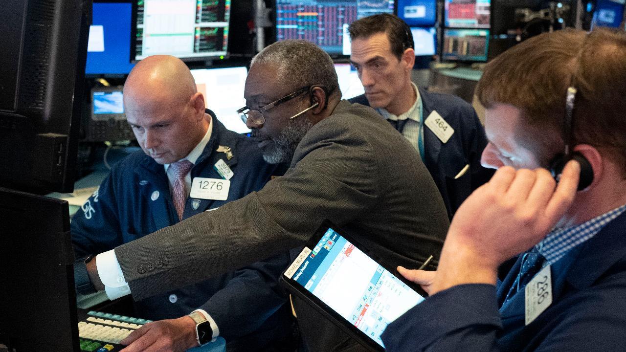 Investors uneasy despite promise of economic stimulus