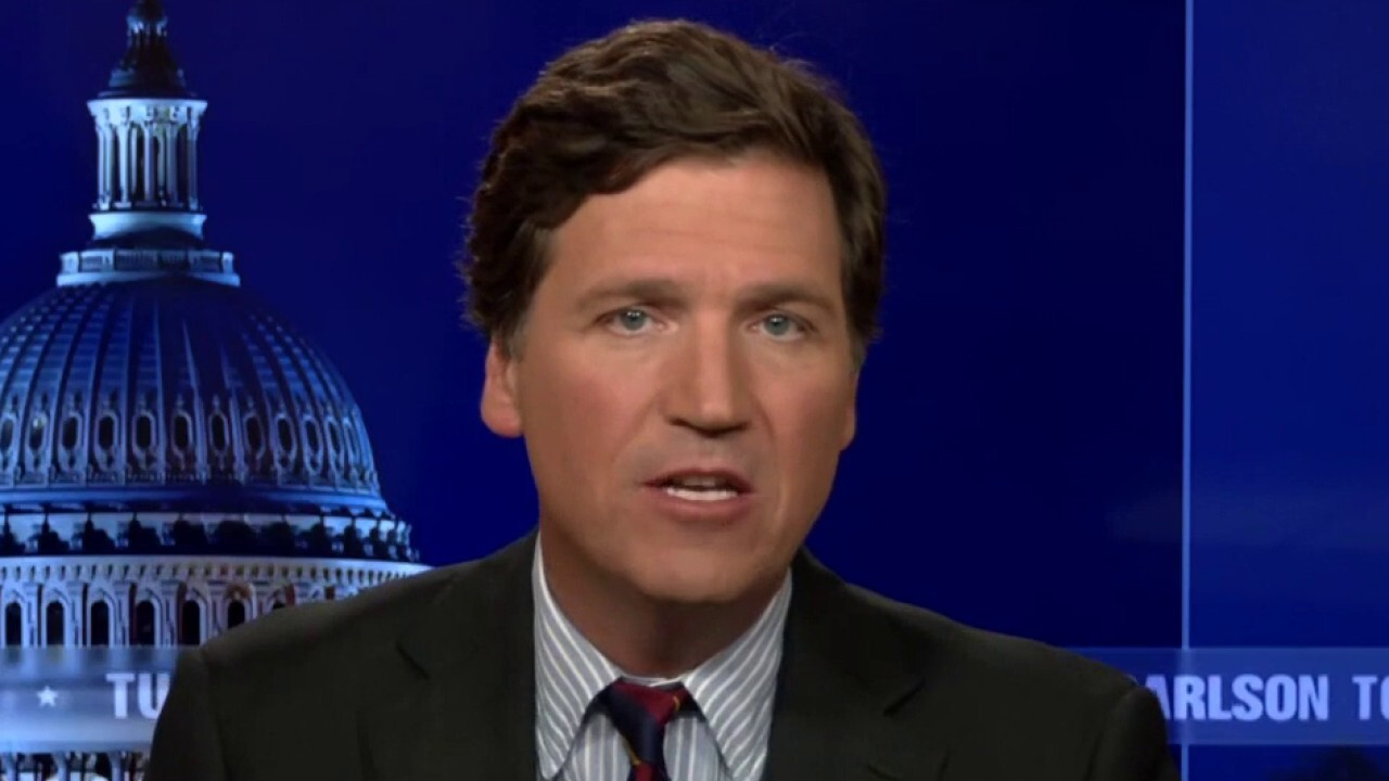 Tucker: Democrats demanding you take the vaccine is not about COVID