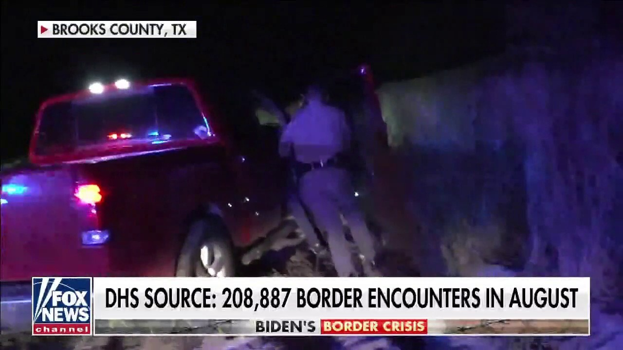 New video captures footage of Texas state troopers arresting border smugglers