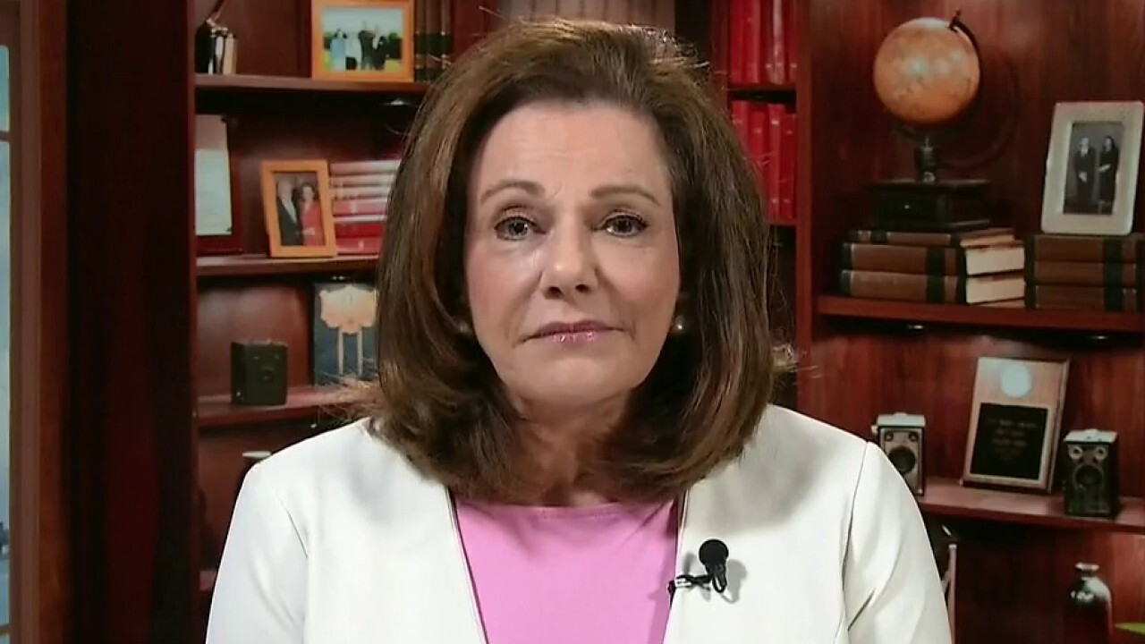 KT McFarland on declassified FBI document shows intel briefing used to advance Russia probe