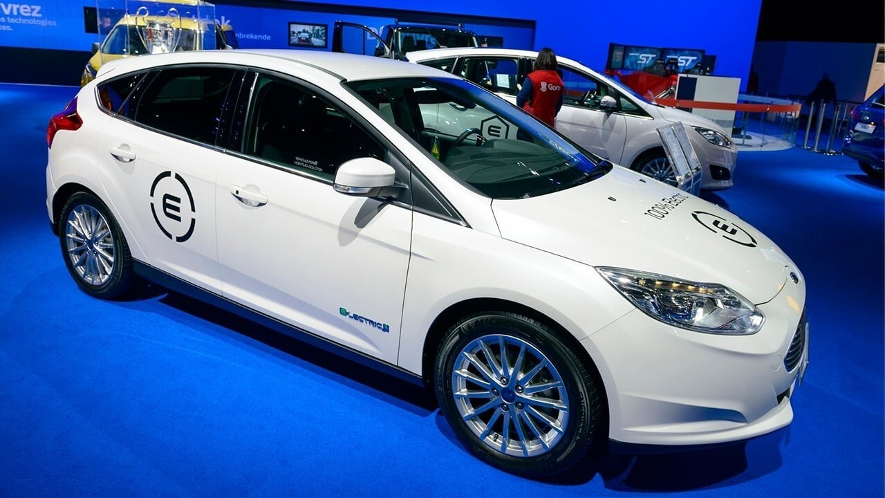 Electric vehicle industry's 'biggest problem' is getting people to buy cars: Analyst