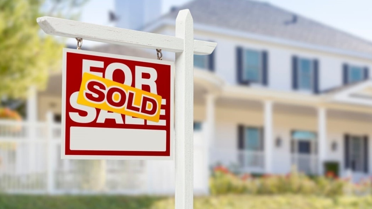 Many people are looking to buy second homes after being cooped up during the pandemic, causing housing prices to rise. FOX Business' Ashley Webster with more.