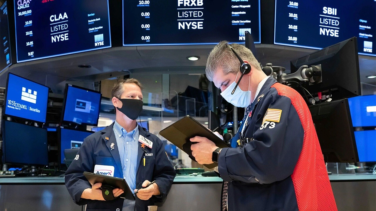 Dow futures suggest stocks will go up as trading begins. FOX Business' Stuart Varney and Susan Li with more.