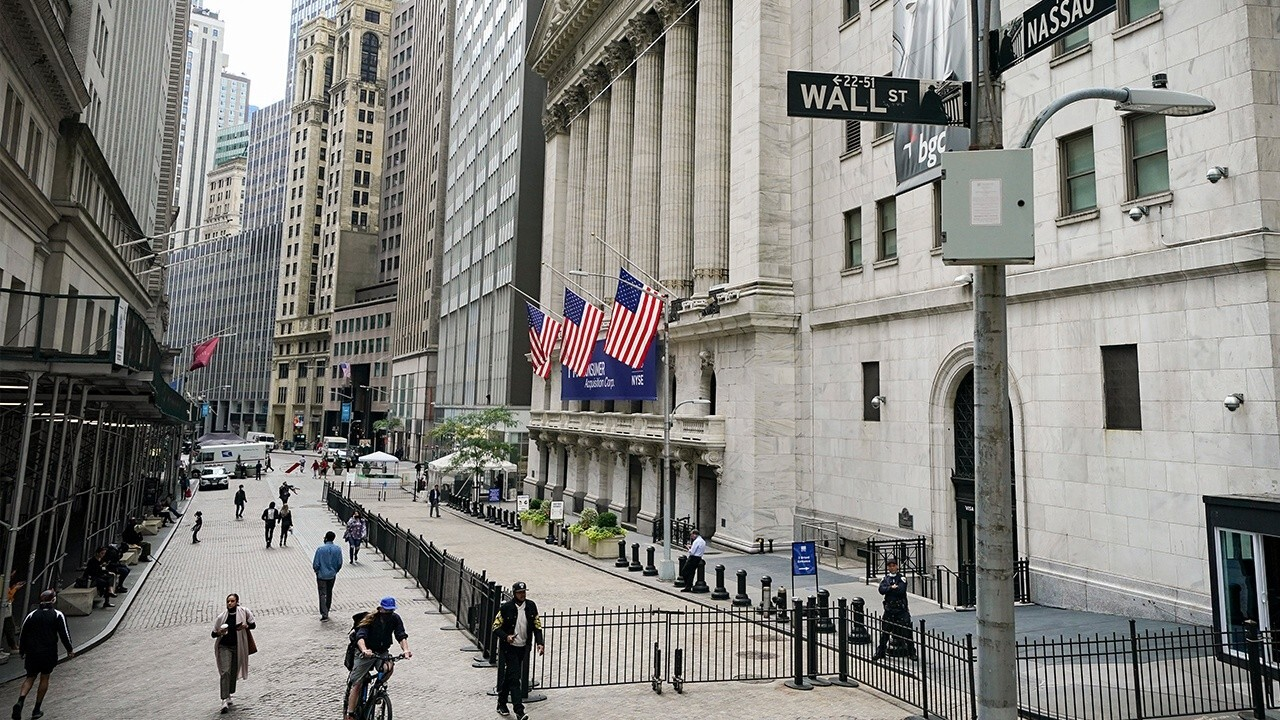 Walser Wealth Management CEO Rebecca Walser, FOX Business' Charlie Gasparino and Connell McShane weigh in on how Wall Street has reacted to the GameStop stock price surge and Robinhood limited trading.