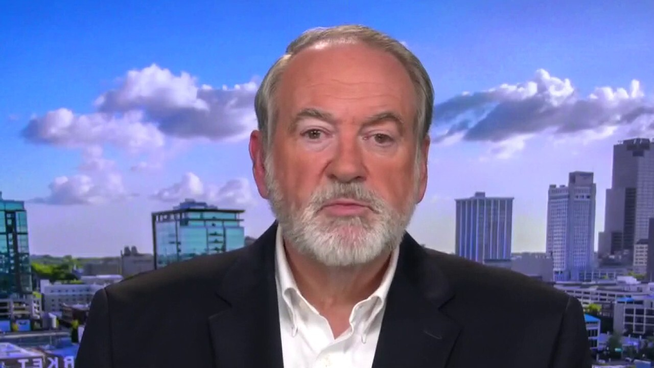 Mike Huckabee slams proposal to empower IRS, government to monitor bank accounts