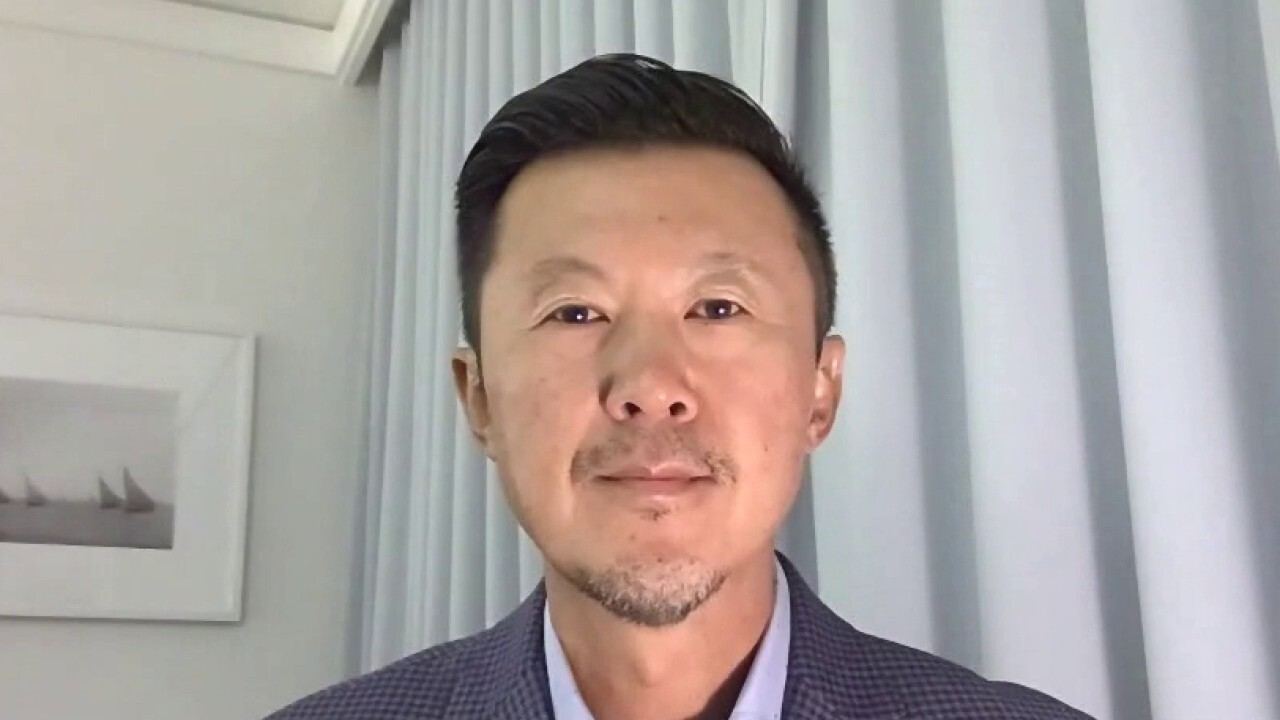 Wealth Consulting Group CEO Jimmy Lee tells investors to 'expect' the Fed to fix interest rates.