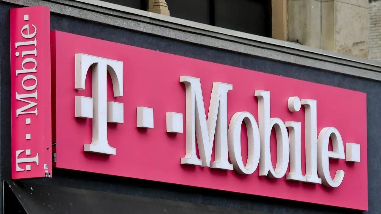 Sources tell FOX Business' Charlie Gasparino the FCC is engaging with T-Mobile on whether Boost users will be thrown off network if they keep devices.