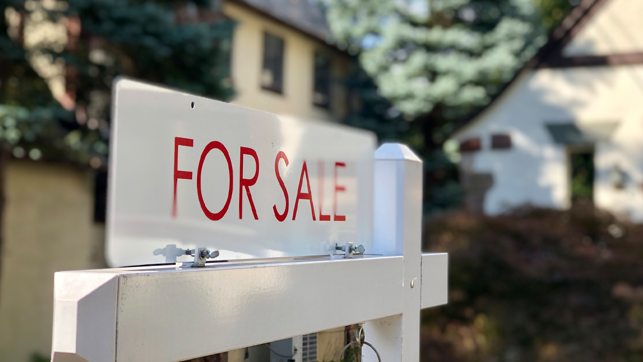 A West Coast exodus from high-tax states is fueling Idaho's real estate industry. FOX Business' Connell McShane with more.