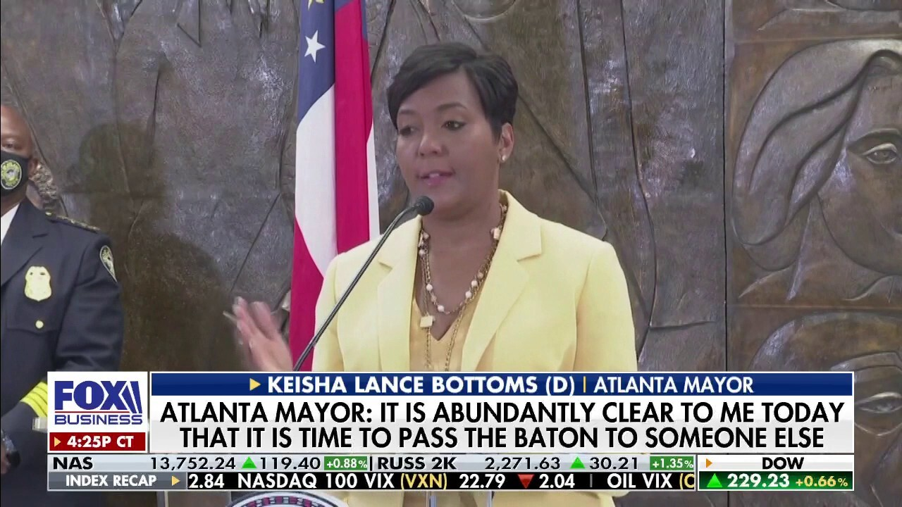 Atlanta Mayor won't seek reelection after 2K businesses permanently close