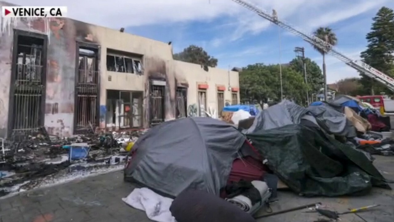 KFI AM Los Angeles radio host Bryan Suits joins 'Kennedy' to discuss resident frustrations as California's population falls for the first time in history